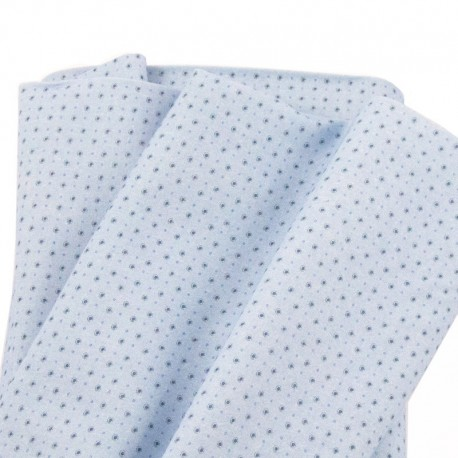 tela con puntos azul marino sobre fondo azul claro estilo marinero